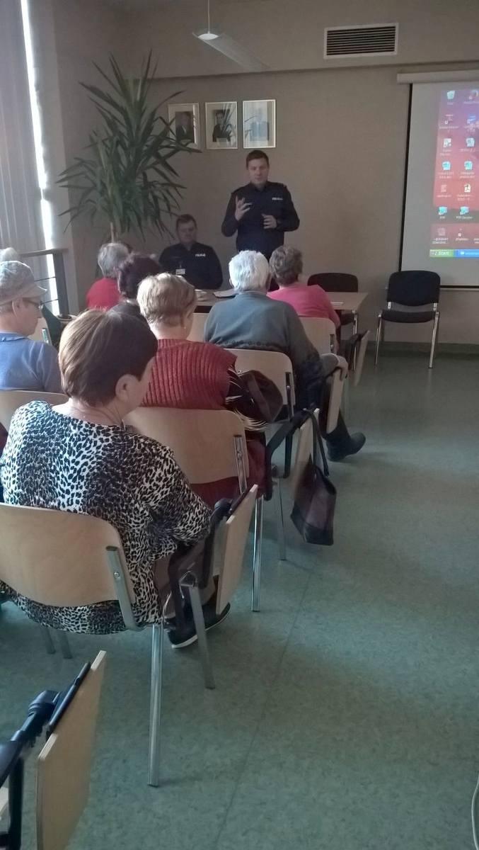 spotkanie policji z seniorami w żaganiu