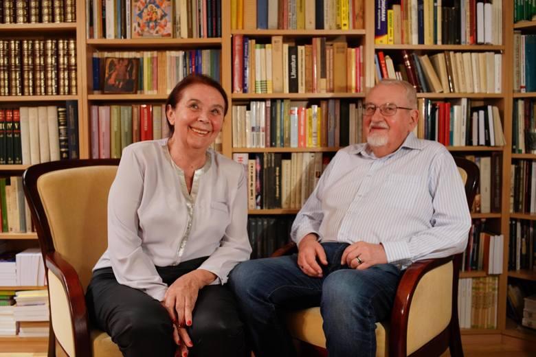 """Profesor Tadeusz Zgółka jest  językoznawcą, współautorem """"Językowego savoir-vivre"""""""
