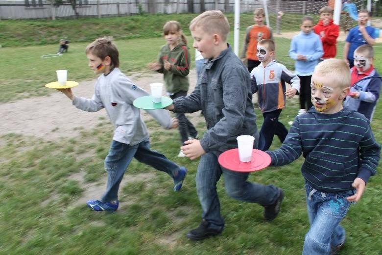 Z okazji Dnia Dziecka mieszkańcy Wędryni pod przewodnictwem sołtys Iwony Lasik zorganizowali festyn z okazji Dnia Dziecka. Były gry i zabawy, ciasto