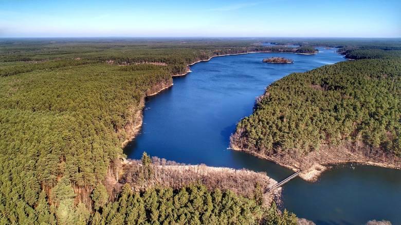 Marzec 2020 r. Grzegorz Walkowski sfotografował za pomocą drona malownicze jeziora Drawieńskiego Parku Narodowego