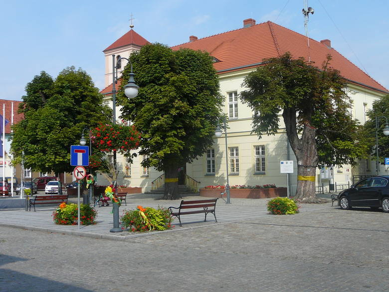 <strong>Trasa 8: Ochla -  Kiełpin - Barcikowice - Czasław - Ługi - Konradowo – Otyń – Bobrowniki (około 25 km). <br /> </strong><br /> Pokonując tę trasę warto zaplanować sobie przystanki, by odwiedzić znane i atrakcyjne miejsca. Bo przecież w Kiełpinie warto zajrzeć do parku, tak jak i w Zatoniu (pałac,...