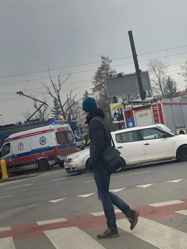 Kraków. Kolizja samochodu z tramwajem na ul. Wadowickiej