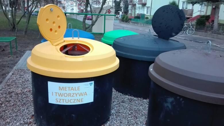 Na koszalińskich osiedlach montowane są nowe półpodziemne pojemniki na śmieci. Zmiana budzi emocje wśród naszych Czytelników. Co sądzą o zmianach? Przeczytajcie