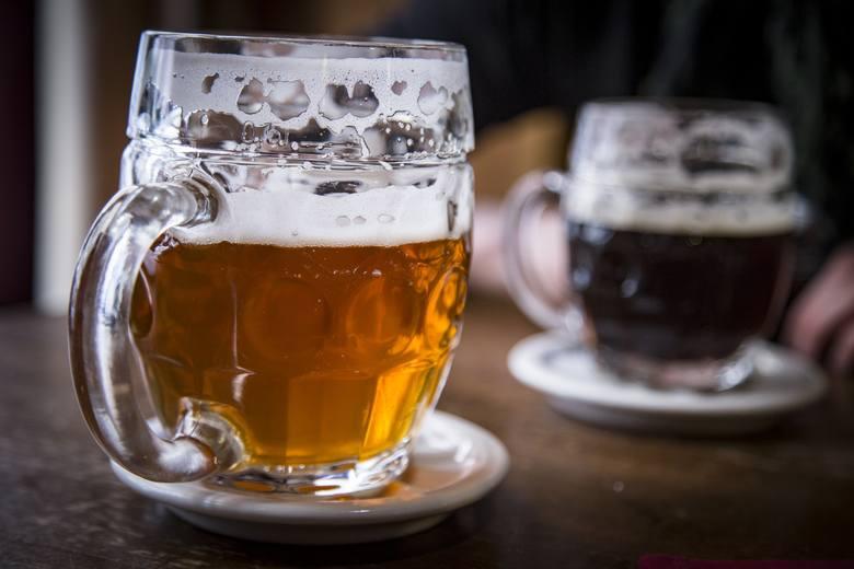Akcyza na piwo ma być taka jak na wódkę? Głos zabrał Morawiecki. Czy piwo zdrożeje? Jaka będzie akcyza w 2020 r.?