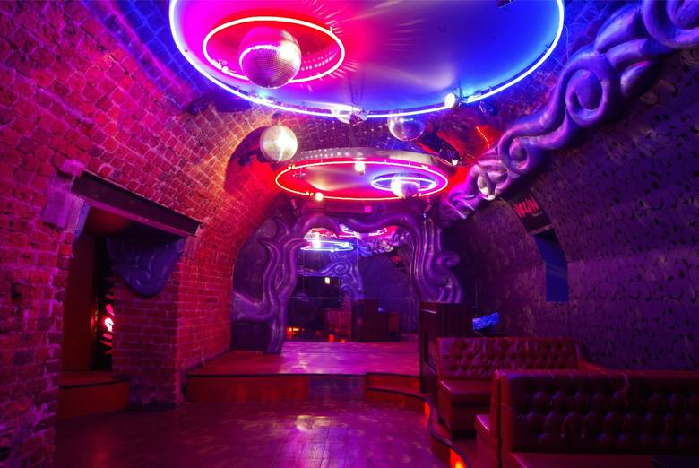 Wrocław od lat słynie ze swoich klubów muzycznych, dyskotek czy knajp. Wiele z nich – ze względu na swój niepowtarzalny klimat - doczekała się miana