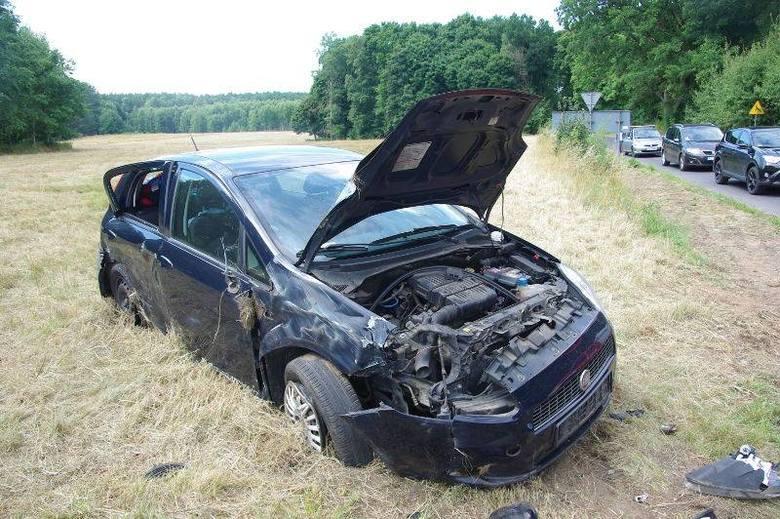 Do wypadku doszło w sobotę na drodze W175 między Suliszewem a Drawnem. Jak ustalili policjanci, przyczyną było wymuszenie pierwszeństwa.Zobacz również: