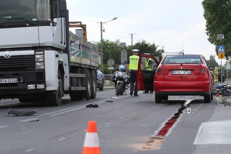 31-letnia motorowerzystka ranna w wypadku w Woli Baranowskiej. Potrącił ją samochód osobowy (ZDJĘCIA)