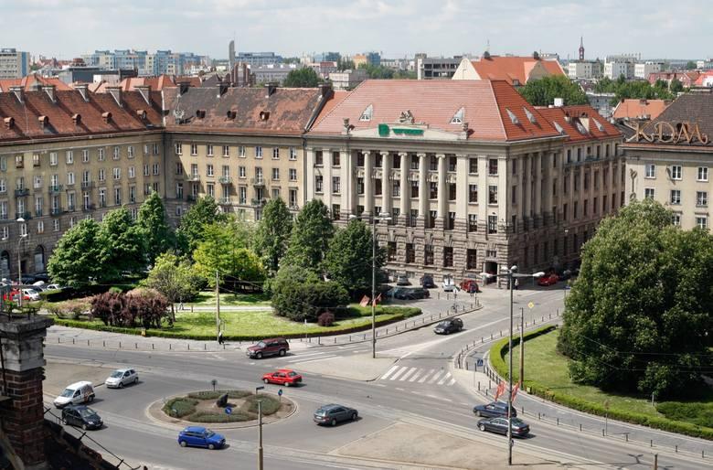 We Wrocławiu dużo skrzyżowań sprawia trudności nawet wprawnym kierowcom. Przyczyn jest wiele. Nieintuicyjne oznakowanie, liczne przejazdy tramwajowe
