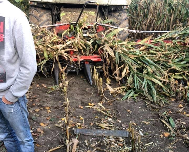- Sprawca umyślnie uszkodził sprzęt przywiązując do kolb kukurydzy kawałki metalu, które bardzo poważnie uszkodziły maszynę. Nie dokonała tego przypadkowa