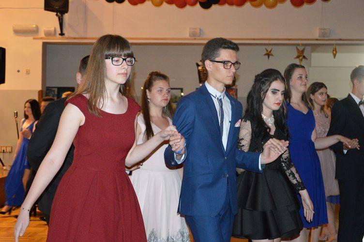 Bal gimnazjalny i ósmoklasistów w Szkole Podstawowej nr 9 w Skierniewicach [ZDJĘCIA]