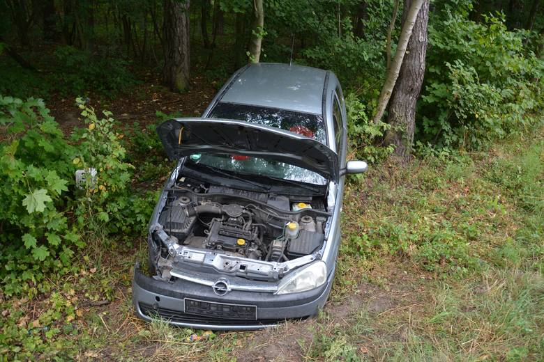 Do obu wypadków doszło wczoraj (4 sierpnia) między godziną 15 a 16 na DK 25 na trasie Sępólno-Bydgoszcz w okolicach Niechorza.Około godz. 15 samochód