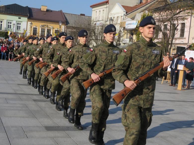 Klasy wojskowe ZDZ zaprezentowały się na pl. Jana Pawła II w Wadowicach