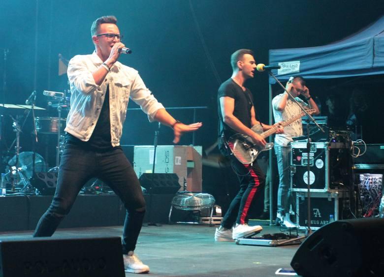 Popularny radomski zespół Playboys był jedną z gwiazd gali Disco Dance nad zalewem Borki. Publiczność, która w piątkowy wieczór bawiła się tam na pożegnanie