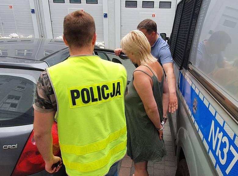 Pijane kobiety opiekowały się w Gdańsku czwórką dzieci. Matkę i córkę zatrzymała policja