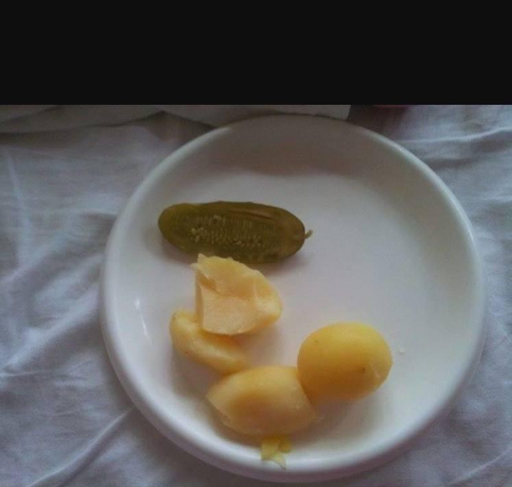 O jedzeniu w polskich szpitalach krążą już legendy. W Internecie pełno jest zdjęć, przedstawiających posiłki podawane w niezbyt obfitych porcjach. Nasi