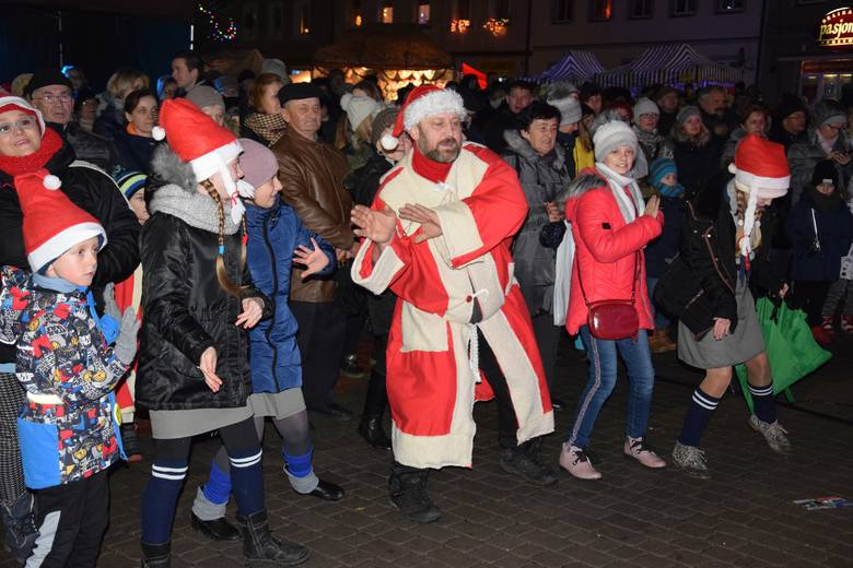 Kiermasz świąteczny i zabawa na rynku zgromadziły wielu mieszkańców gminy Łabiszyn i gości. Atrakcji nie brakowało do samego końca. Najpierw obejrzeliśmy