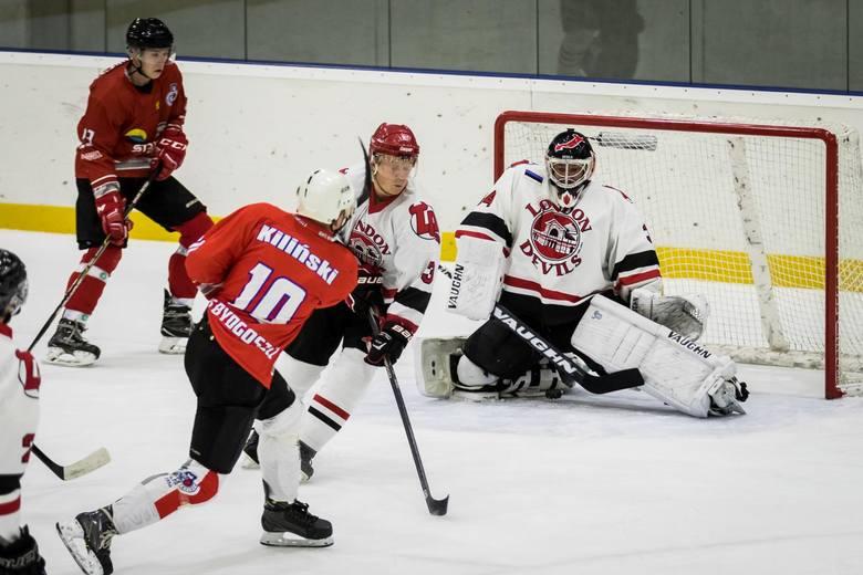 Budowlany Klub Sportowy pokonał London Devils 6:3 w towarzyskim meczu hokeja na lodzie. Rewanż w sobotę na Torbydzie o godz. 13.00, wstęp darmowy. Zobacz