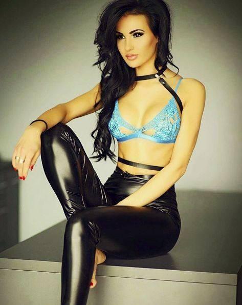Nicole Weihs z Leszna została nową ring girl federacji KSW. Piękność z Wielkopolski ma 24 lata, jest technikiem farmacji, ale na co dzień pracuje w rodzinnej