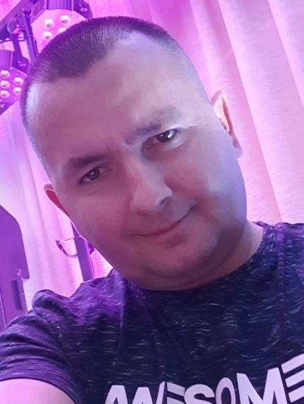Mariusz Gdowik z Jaszkowej DolnejMuzyka towarzyszy mu od zawsze, to jego pasja, którą w dzieciństwie zaszczepił ojciec. Od 25 lat prowadzi zespół grający