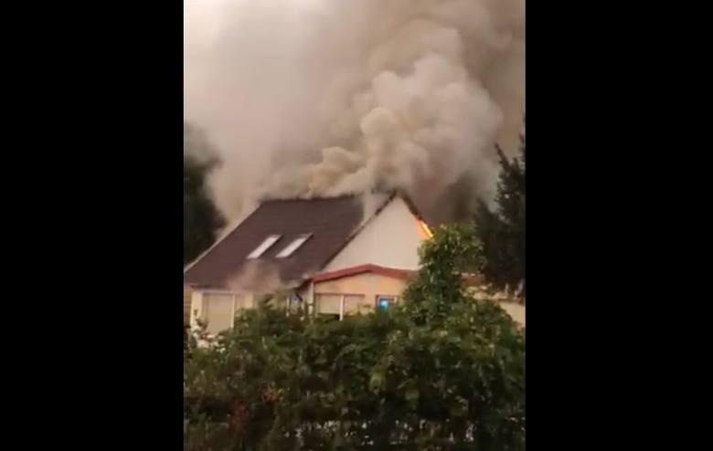 """W czwartek, 12 września w miejscowości Laskowo pod Szamocinem wybuchł pożar. Płonął bar """"Przystań"""" położony nad Jeziorem Laskowskim.Przejdź"""