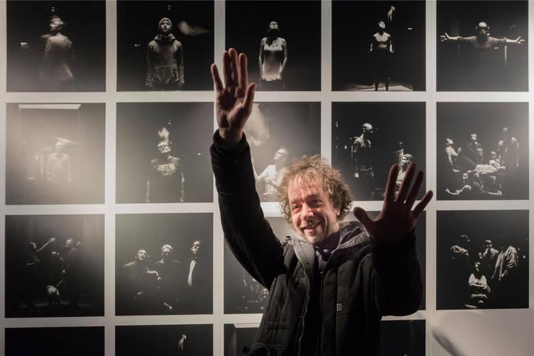 """02.12.2014 Wystawa Tomasza Pilichowski Ragno """"Ambiente"""", Piękny Pies"""
