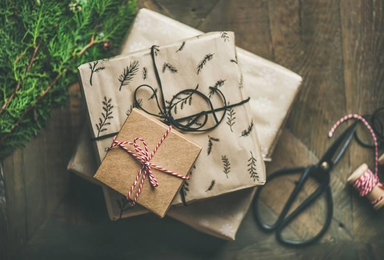 Jaki prezent mikołajkowy jest najmodniejszy? Oto lista najczęściej kupowanych w tym roku w Polsce prezentów. Przygotowaliśmy ją wspólnie z Ceneo.pl,
