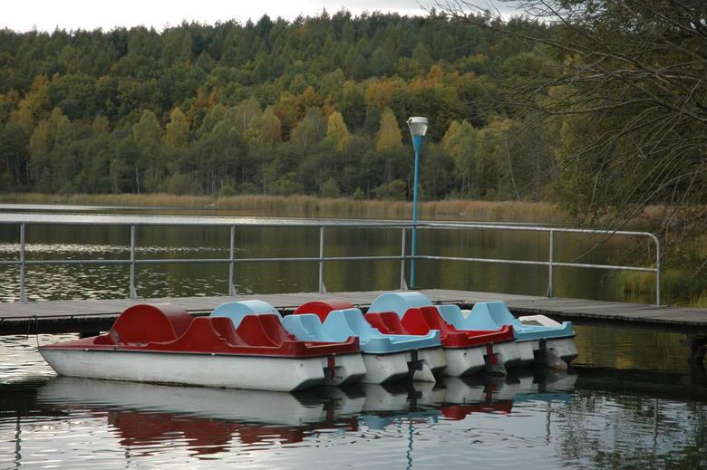 Jezioro Gryżyńskie przyciąga tych, którzy lubią ciszę, biegi i spacery po leśnych ścieżkach, łowienie ryb i zbieranie grzybów.