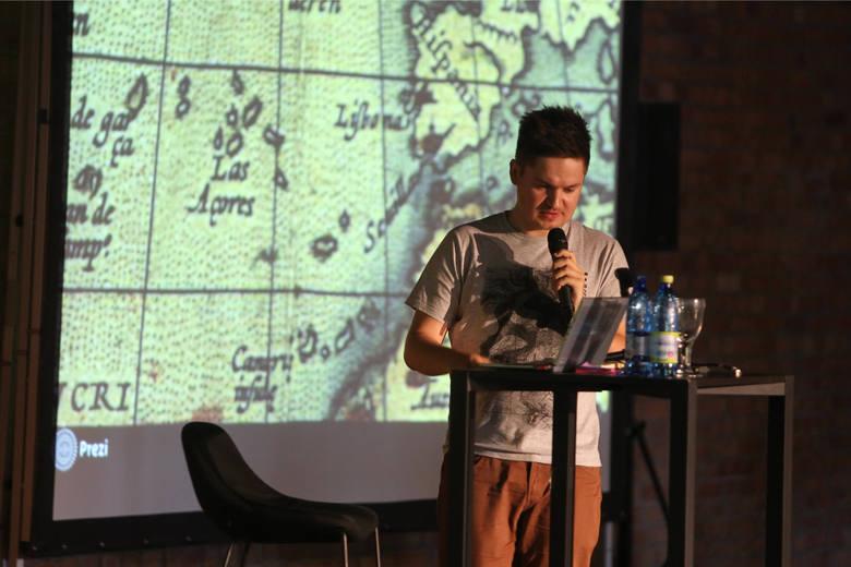 Marcin Nowak podczas konferencji blogerów w Poznaniu w 2015