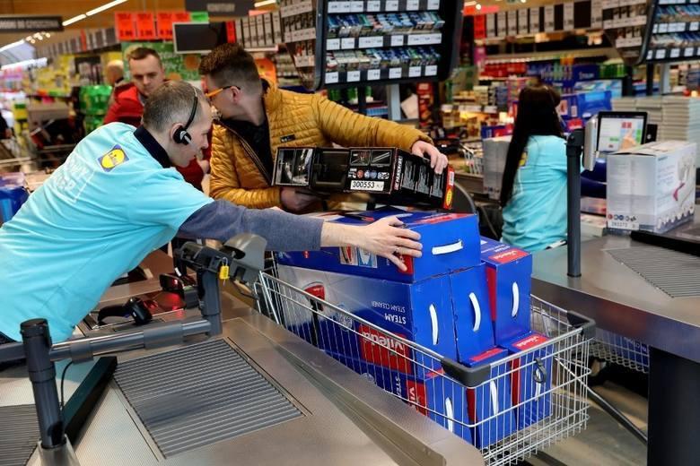 Do Black Friday 2019 pozostało już kilkadziesiąt godzin. Sprawdzamy najlepsze promocje w sklepach Auchan, Kaufland, Tesco, Lidl, Biedronka. Wyprzedaże