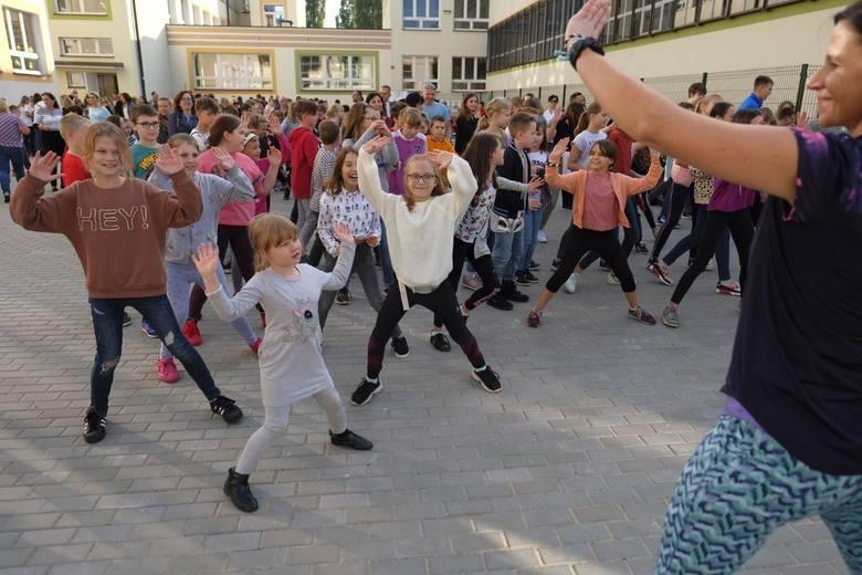 W ramach budżetu obywatelskiego zmodernizowany został plac rekreacyjny przy Szkole Podstawowej nr 24 w Toruniu.  Wymieniono nawierzchnię, ustawiono ławki,