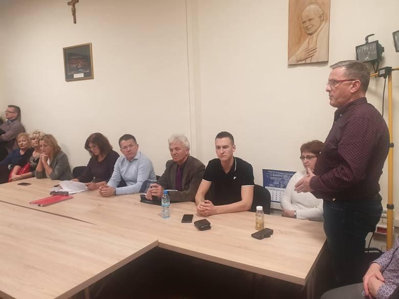 Nowy Sącz. Pracownicy szkół obawiają się zwolnień i proszą radnych PiS o interwencję