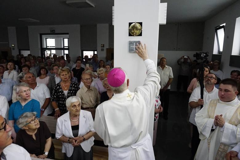 Wielki Czwartek nazywany jest świętem kapłanów - przed południem księża poszczególnych diecezji gromadzą się w swoich katedrach, by uczestniczyć we Mszy