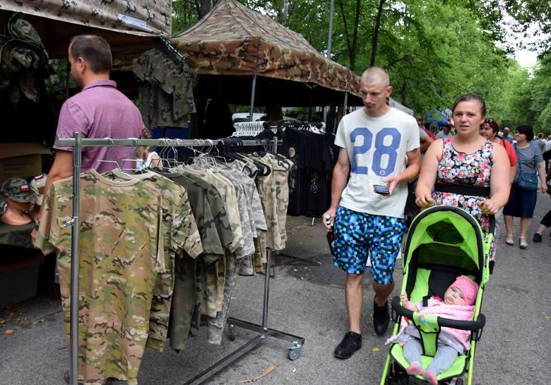 Pasjonaci militariów z całego regionu w Nowej Dębie! [ZDJĘCIA]
