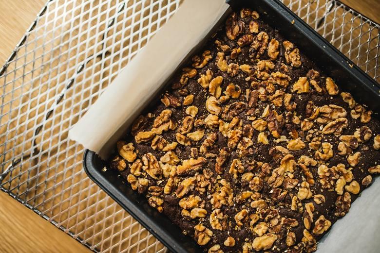 Na diecie wegańskiej można jeść pyszne i zdrowe ciasta, które jednocześnie są bogate w białko i inne cenne składniki odżywcze, takie jak np. brownie