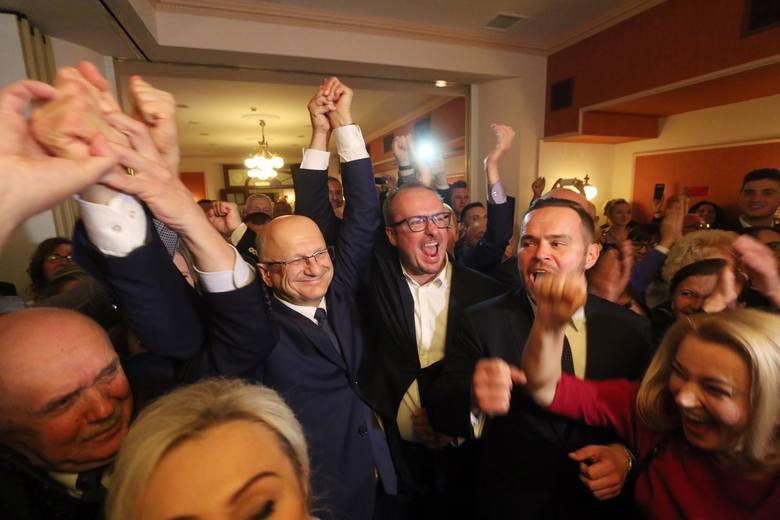 Krzysztof Żuk wygrywa wybory na prezydenta Lublina po raz trzeci. Euforia podczas wieczoru wyborczego (ZDJĘCIA)