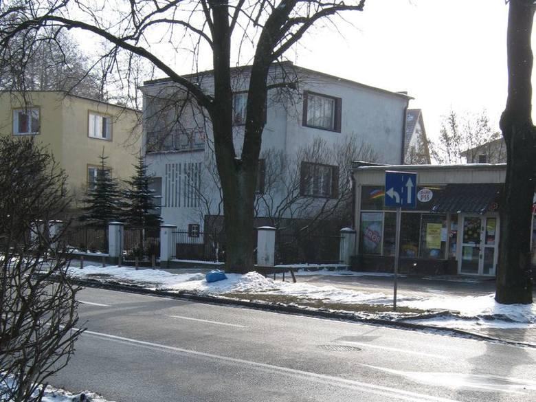Śmieci przy ul. Kościuszki leżą już tydzień. Nie wiadomo, kto je tamzostawił.