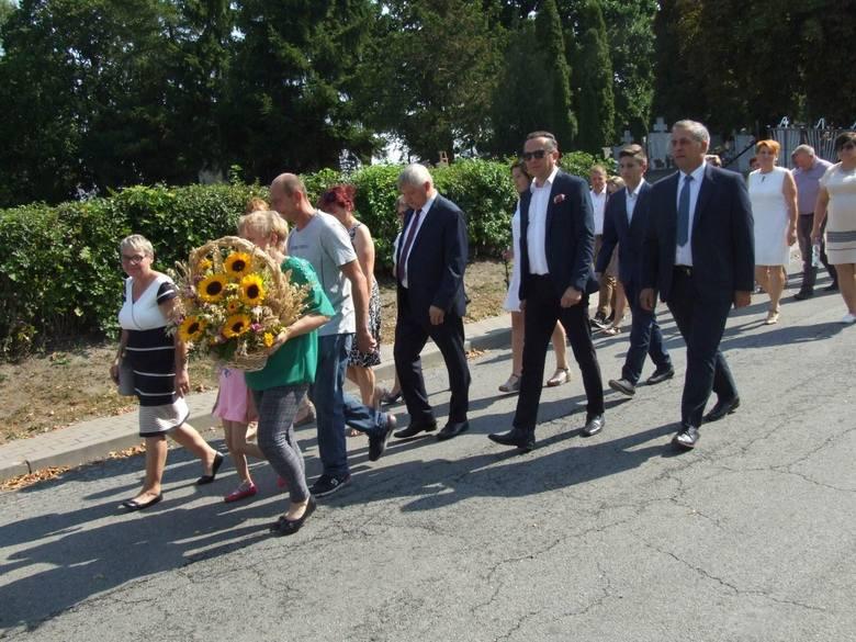Dożynki gminne w Papowie Biskupim - tam świętowali rolnicy z gminy i nie tylko w miniony weekend. Starostami papowskich dożynek byli Renata Wiśniewska