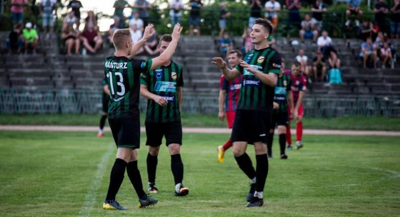 Dużo działo się w czwartoligowym meczu Staru Starachowice ze Spartakusem Daleszyce. Gospodarze wygrali 3:1, na meczu było prawie 700 kibiców, a rolę