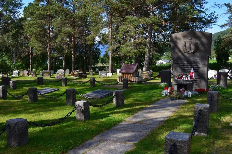 Hakvik, cmentarz na którym leżą polscy żołnierze polegli w bitwie o Narwik.