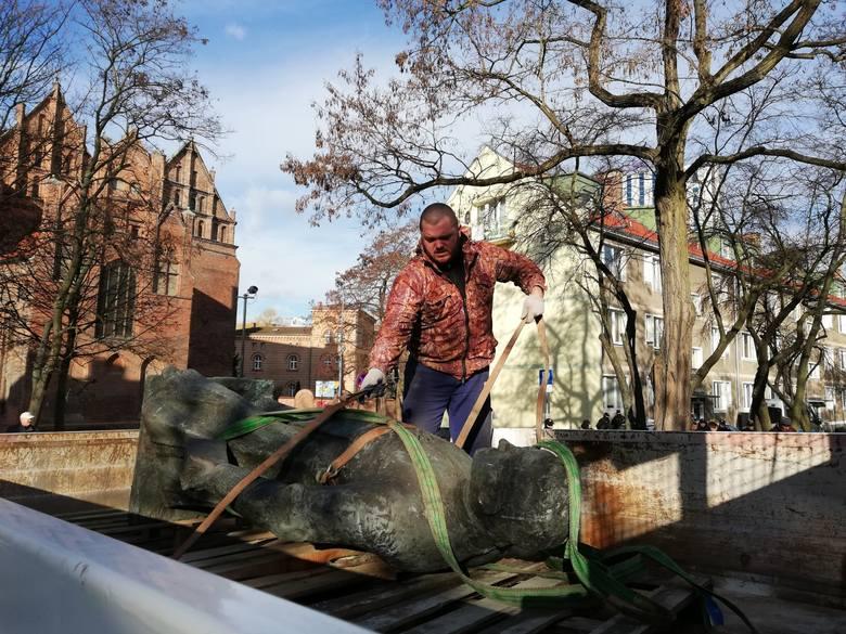 Pomnik księdza Jankowskiego został ostatecznie zdemontowany w piątek 8 marca 2019 roku