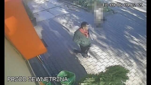 Poszukiwany mężczyzna jest w wieku ok. 25-35 lat. To on może mieć związek z niewyjaśnionym zabójstwem w Poznaniu. Do zbrodni doszło 16 września 2018