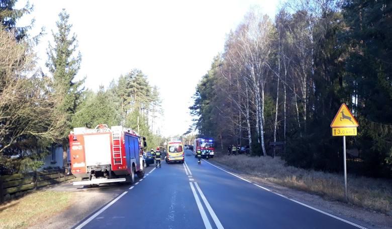 Dwie osoby zostały poszkodowane w wypadku, do którego doszło ok. godz. 7:00 w miejscowości Babilon w powiecie chojnickim. Samochód osobowy wypadł z jezdni