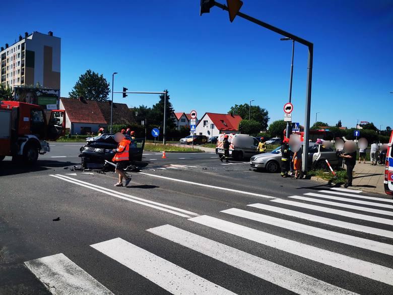 Do groźnego wypadku doszło w niedzielne popołudnie na ulicy Władysława IV w Koszalinie tuż obok Galerii Emka.