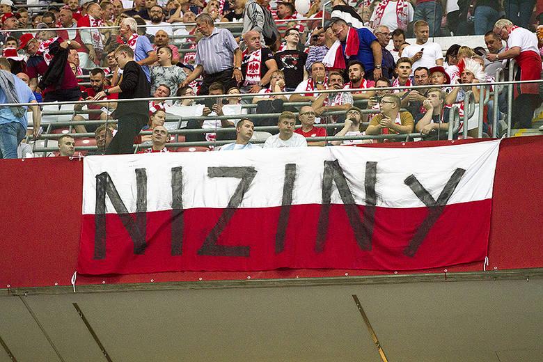 Reprezentacja Polski przeciwko Austrii znowu zagrała poniżej oczekiwań. Bezbramkowy remis oznacza jednak, że Polska pozostała liderem grupy G eliminacji