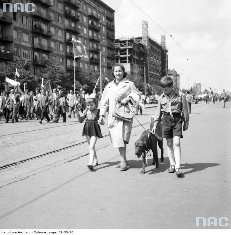 Uczestnicy pochodu na ul. Marszałkowskiej.