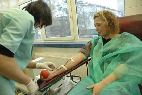 W całej Polsce do punktów krwiodawstwa zgłaszali się ludzie, którzy oddawali krew dla poszkodowanych w katastrofie budowlanej. Czynne było także Regionalne