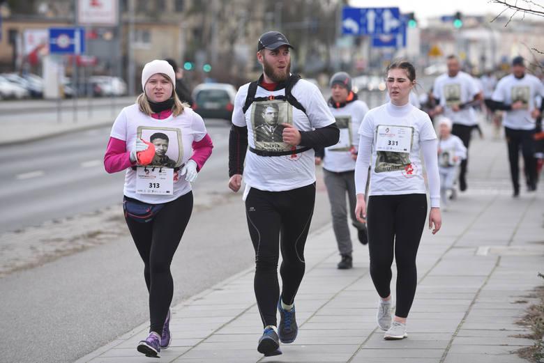 """W niedzielę (1.03.2020) odbył się bieg """"Tropem Wilczym"""". To część ogólnopolskiej akcji, mającej na celu popularyzowanie wiedzy o historii"""