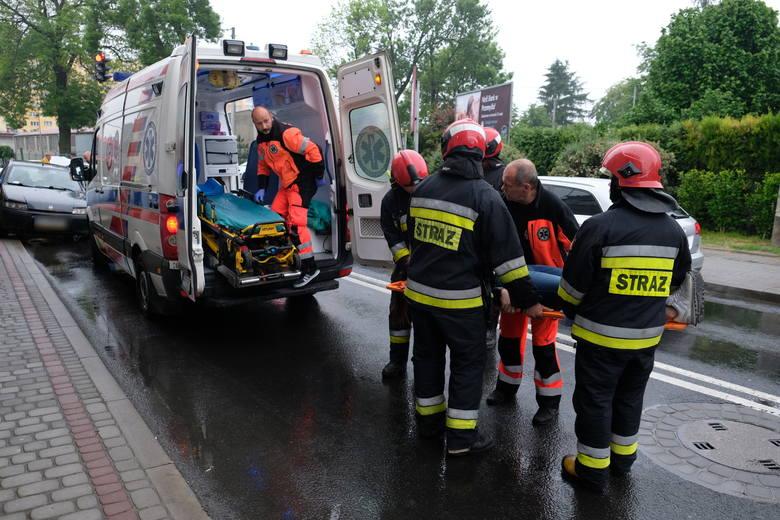 Do wypadku doszło w środę po godz. 8 na skrzyżowaniu ul. Borelowskiego z ul. 29 Listopada w Przemyślu.Kierujący renault clio jechał od strony ul. St.