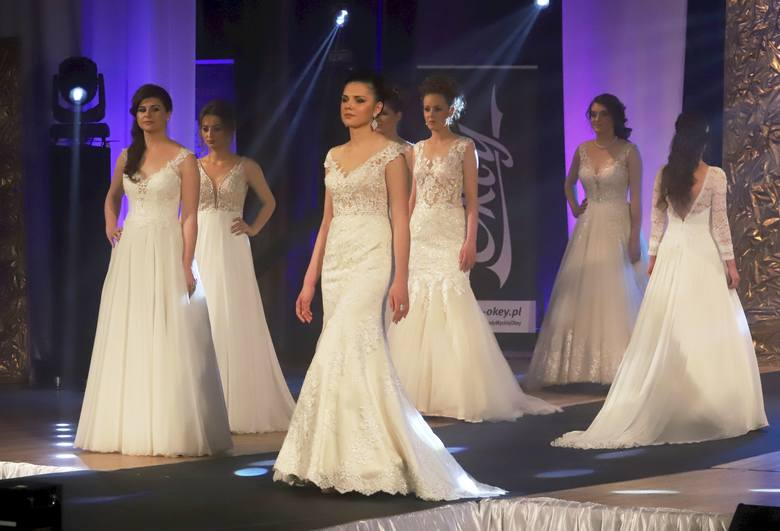 Pokaz mody ślubnej, z pięknymi modelkami, wzbudził największe zainteresowanie widzów.