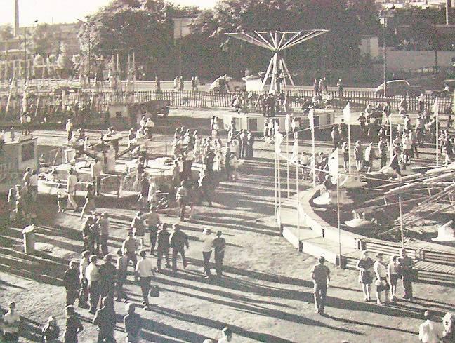 Rok 1971. W PRL-u, na pustym placu przy ul. Armii Czerwonej (obecnie ul. Ferdynanda Focha), stawał lunapark lub cyrk.